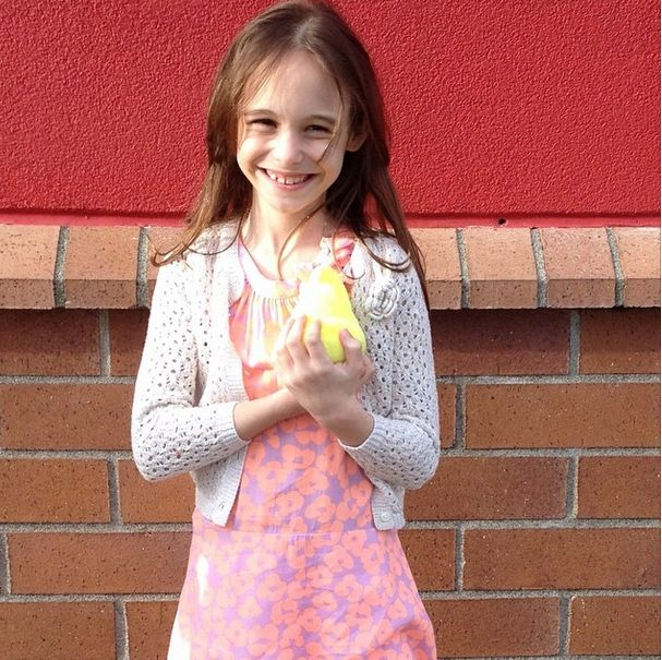 niña que reañizó 600 actos de caridad en honor a su abuela