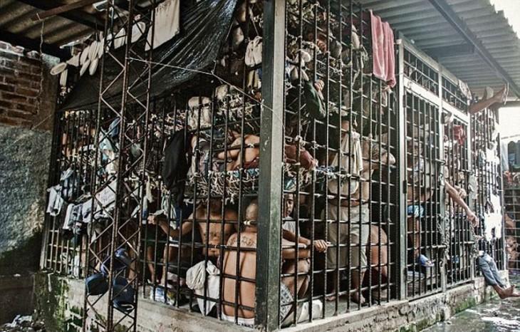 cárcel sobrepoblada en el salvador