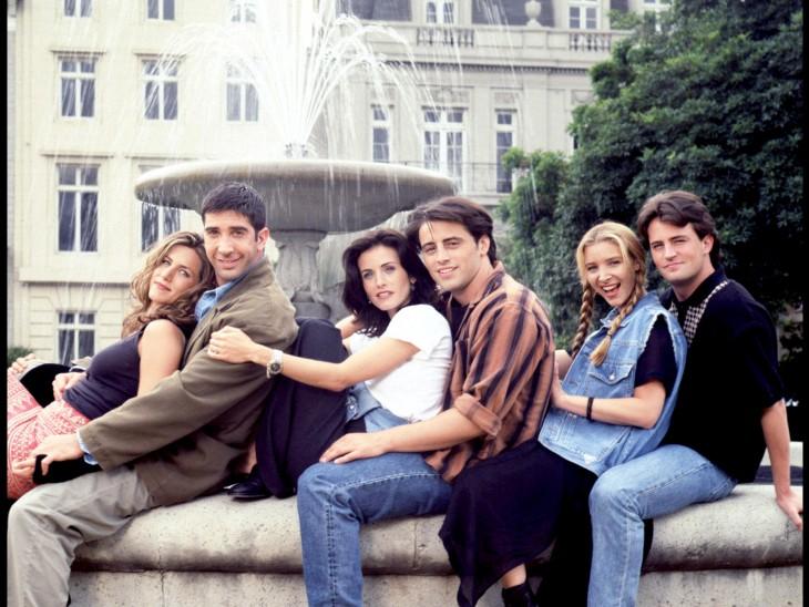 asi se veian los personajes de friends en la primera temporada cuando ganaban 22 dólares pro capitulo