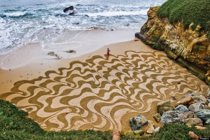 Obra de arte en una de las playas de Estados Unidos a cargo de Andrés Amador