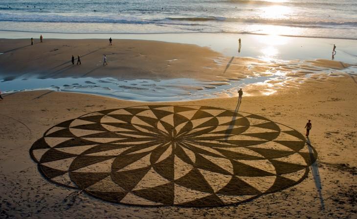 Dibujo cerca de una playa por Andrés Amador
