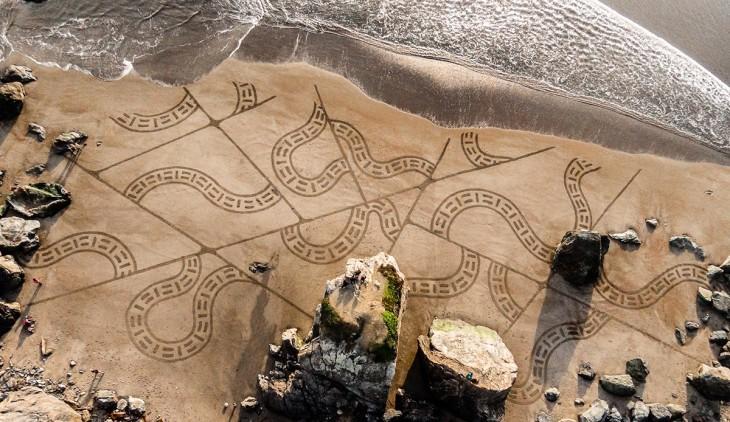 Artista crea obras de arte en la arena en Estados Unidos