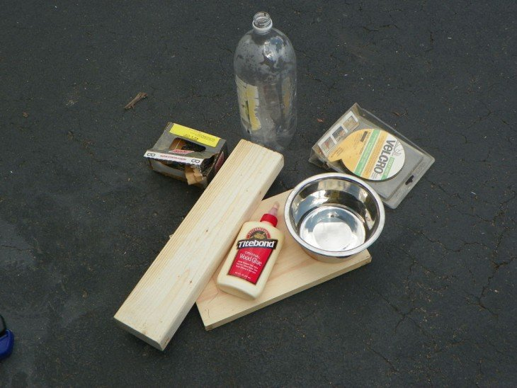 Materiales para hacer un bebedero de agua autorellenable para tu mascota
