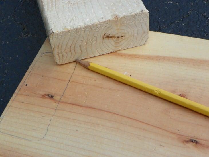 tablas de madera con un lápiz