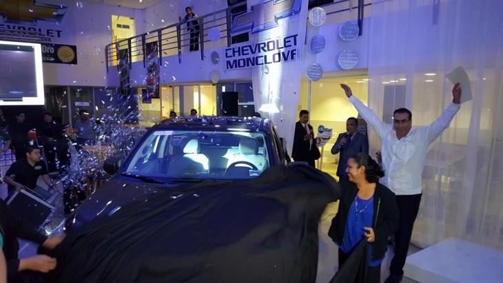 Chevrolet Monclova hace entrega de su nueva camioneta S10 2016 a Zaira Salazar