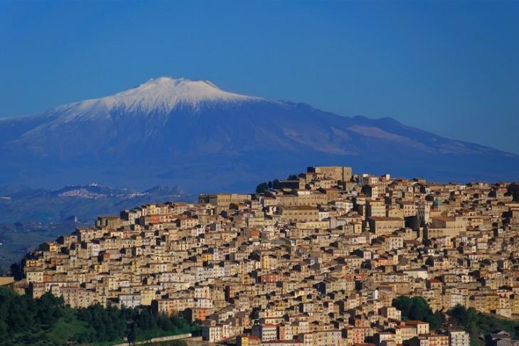 casas en la ciudad de Gangi en sicilia