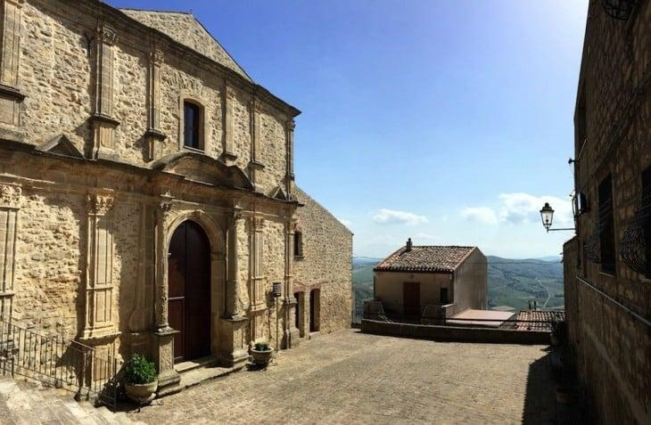 Gangi en Sicilia regala casas