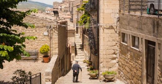 Gangi es una ciudad siciliana que esta casi abandonada y regalan las casas