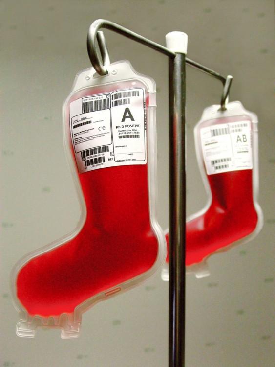 bolsas de sangre para infusión con el diseño en forma de bota navideña
