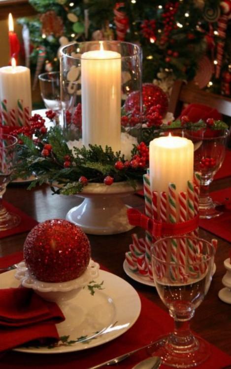 base pastelera con frascos y velas como centros de mesas