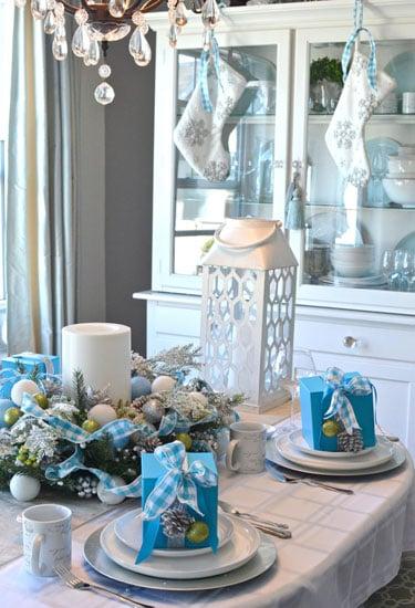 adornos de mesa de navidad en colores blanco con azul