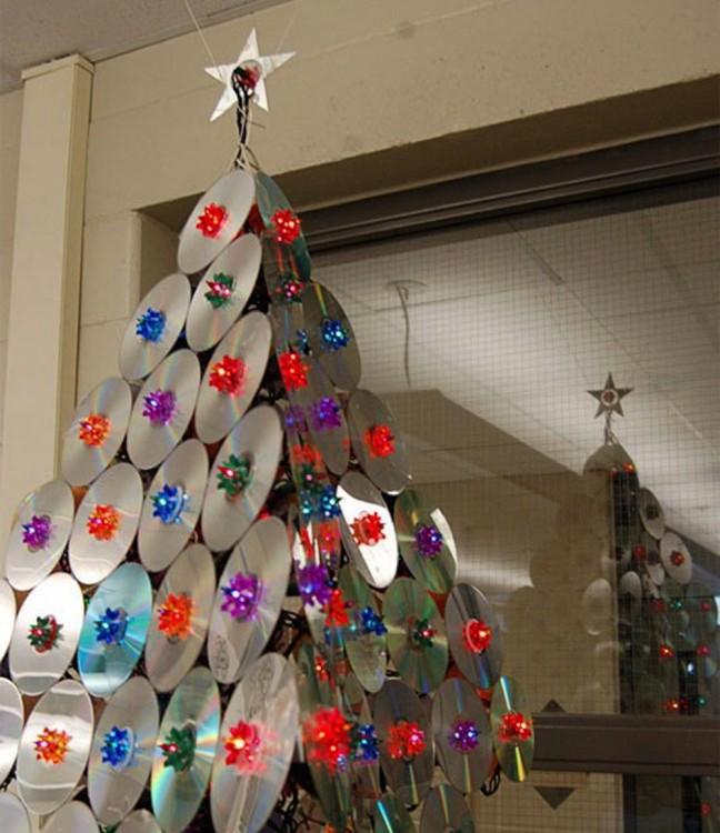árbol de navidad hecho con CD´s viejos