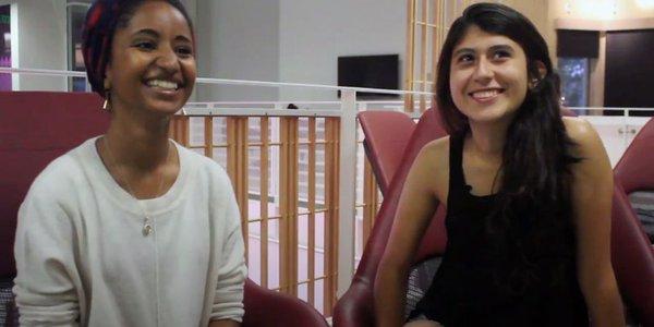 Barbara Estrada y Taylor Villanueva protagonistas delo video similitudes entre idioma español y árabe