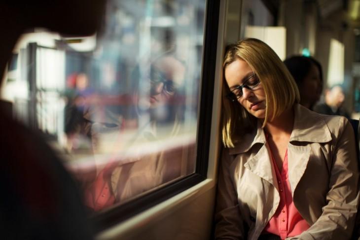 mujer que se quedó dormida en el transporte publico