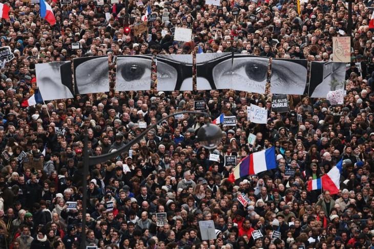 Marcha de la Unidad con el semanario Satírico Charlie Hebdo, donde murieron al menos 12 personas, entre ellos murió su director y su principal dibijante: Charb