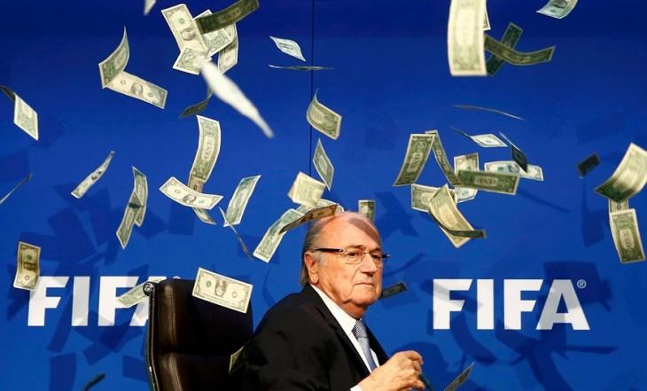 Sepp Battler, Director de la FIFA tirando billletes