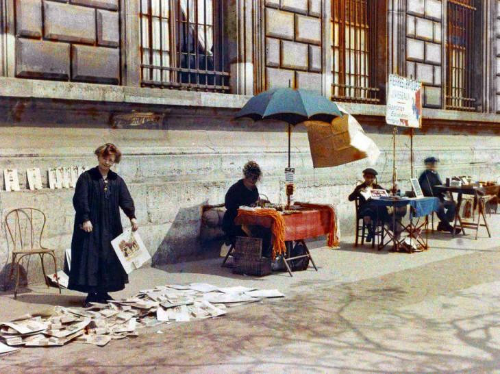Vendedores callejeros en París hace 100 años