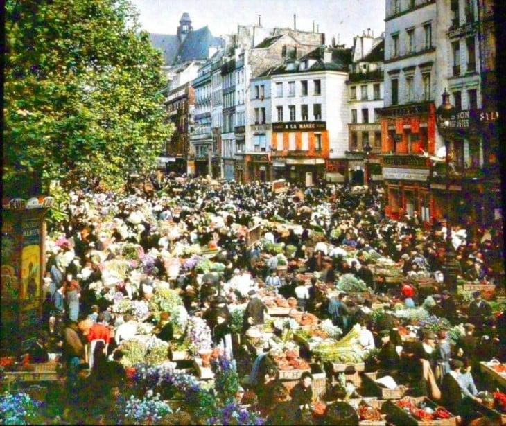 vendedores ambulantes en una de las calles de París en el siglo XX