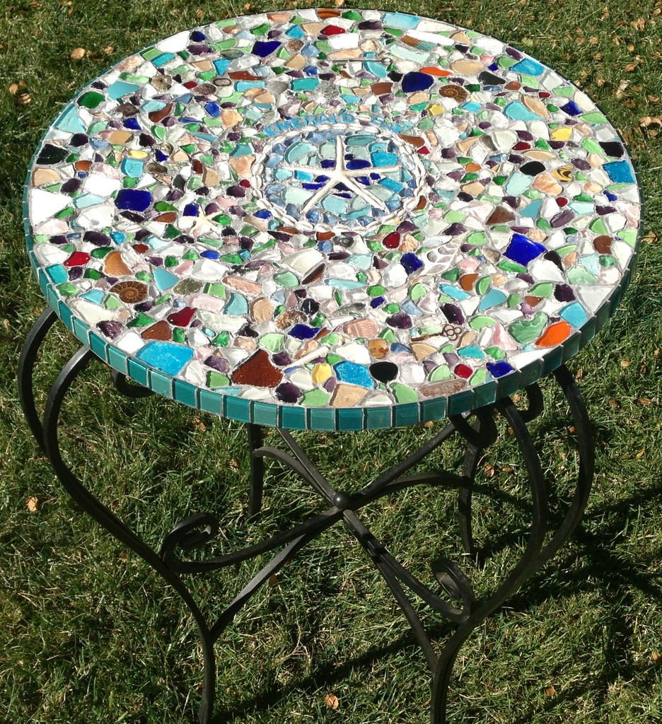 16 ideas para arreglar tu jard n con bajo presupuesto for Mesa de jardin de piedra