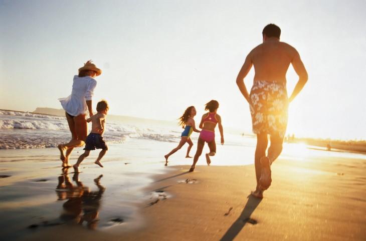 Vacaciones en familia en una playa