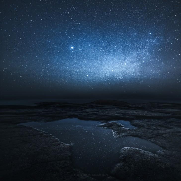 fotografía de un cielo estrellado en Finlandia por parte del fotógrafo Mikko Lageerstedt
