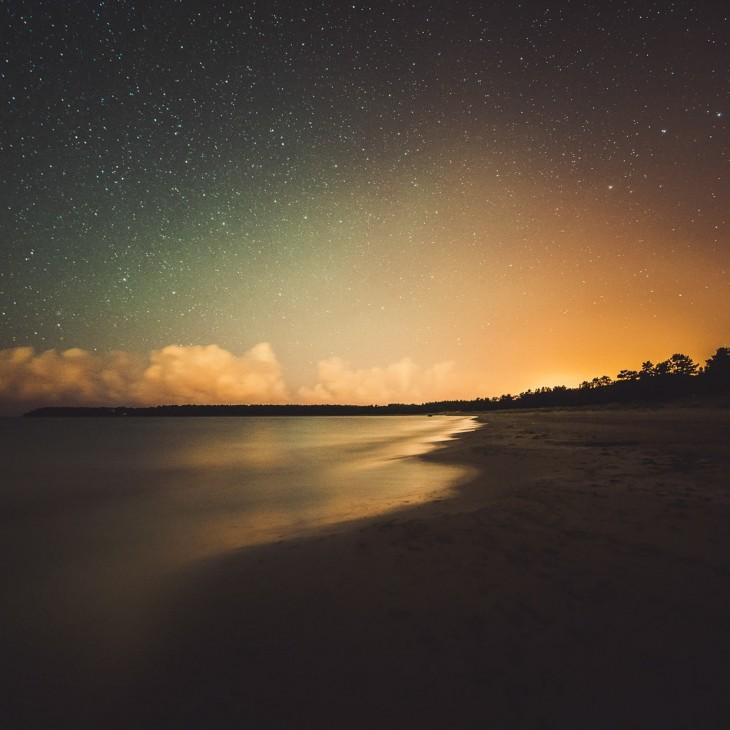 Fotografía del cielo de Finlandia en la noche por el fotógrafo Mikko Lageerstedt