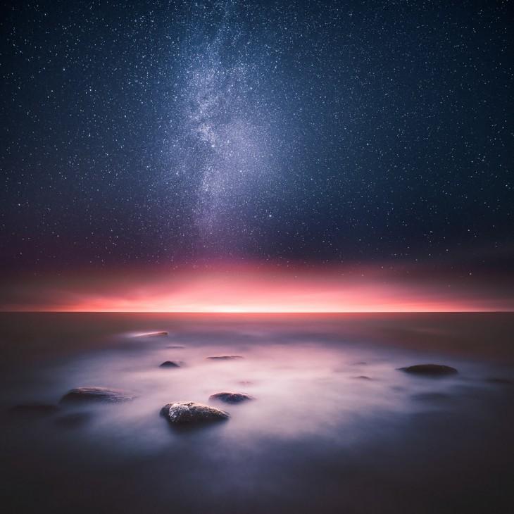 paisaje del cielo estrellado por la noche en Finlandia