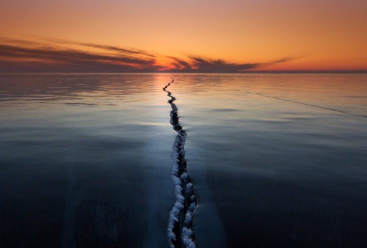 Agrietando la superficie, Siberia por Alexey Trofimov