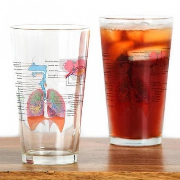 vaso de vidrio con el diseño del sistema respiratorio