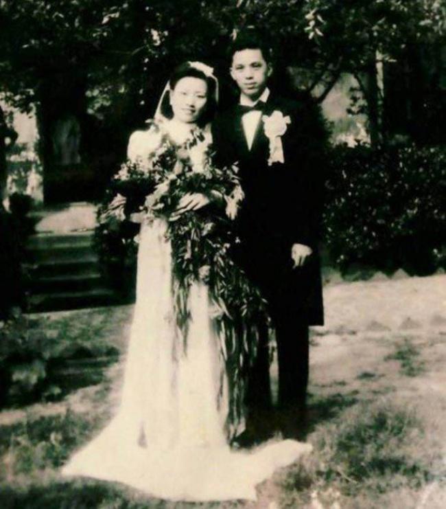 Cao Yuehua y Wang Deyi en su boda en 1945