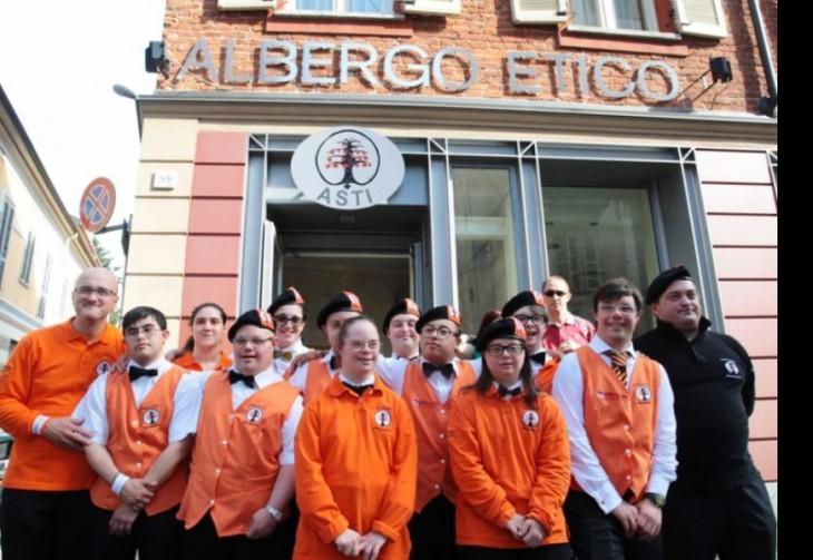 empleados del hotel Albergo Etico en Asti, Italia