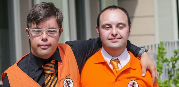 Dos empleados con síndrome de down en el hotel Albergo Etico en Italia