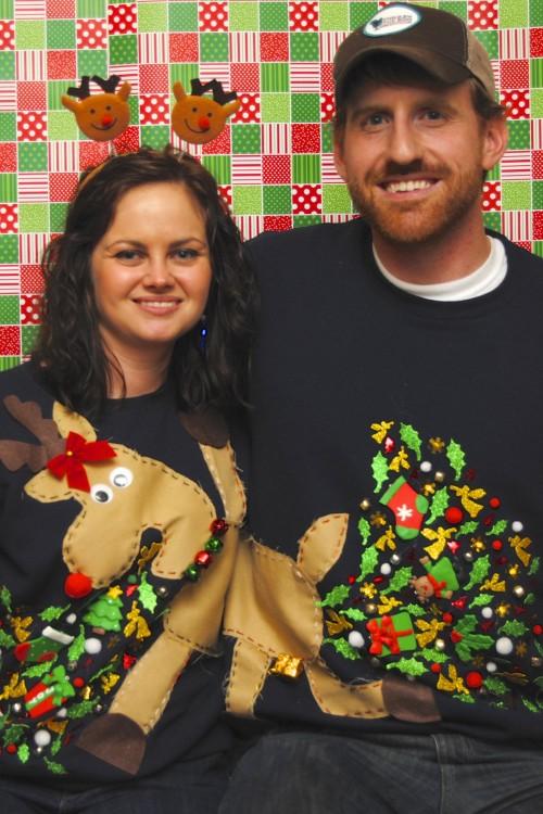 Suéter de renos unidods en una parejea