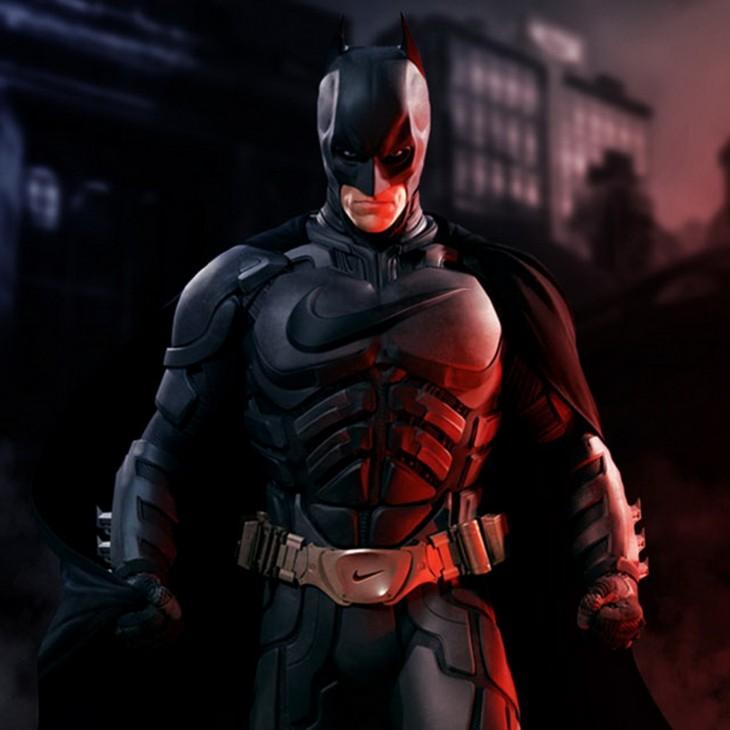 Batman con el uniforme con el logotipo de la marca Nike