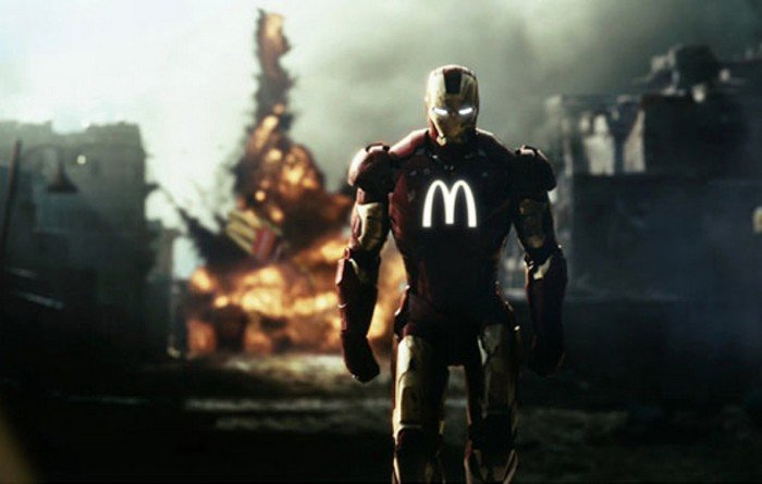 Iron Man con una M de Mc Donald´s en su uniforme
