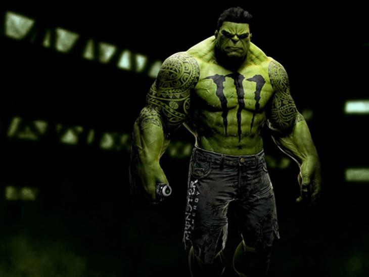 Hulk con el logotipo de la marca Monster