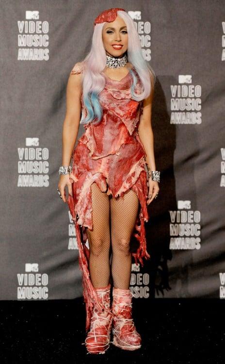 Lady Gaga vestida de carne