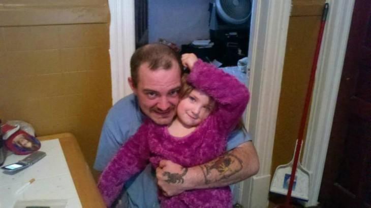 zafiro junto a su padre en una foto de una año atrás del incendio