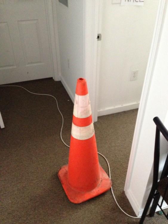 conos de la ciudad robado por un cono