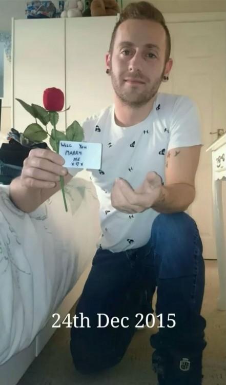 ray finalmente pidiendole matrimonio a su novia claire