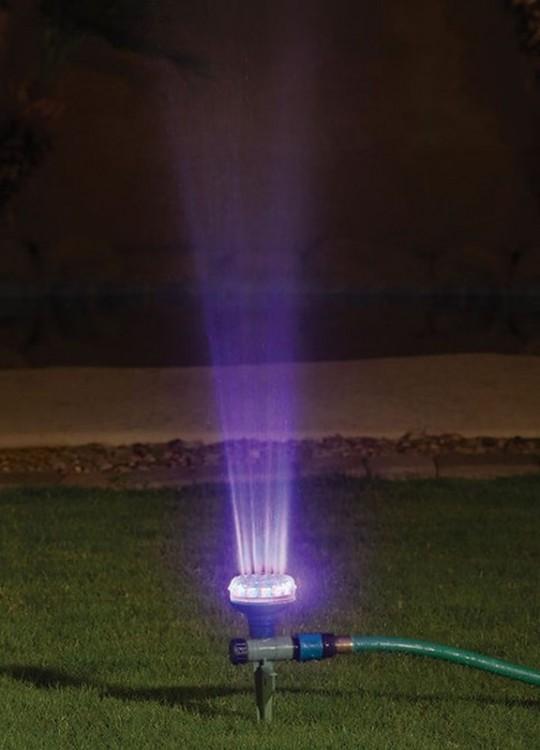 Regadera con luces led para el jardín
