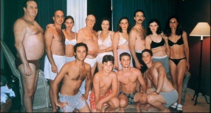 foto donde las familias salen desnudas