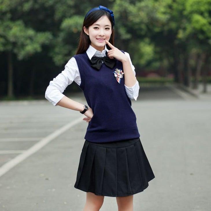 niña con el uniforme típico escolar de Japón