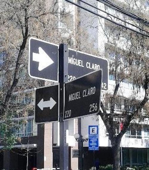 señalamientos de calles con los mismos nombres en diferentes direcciones