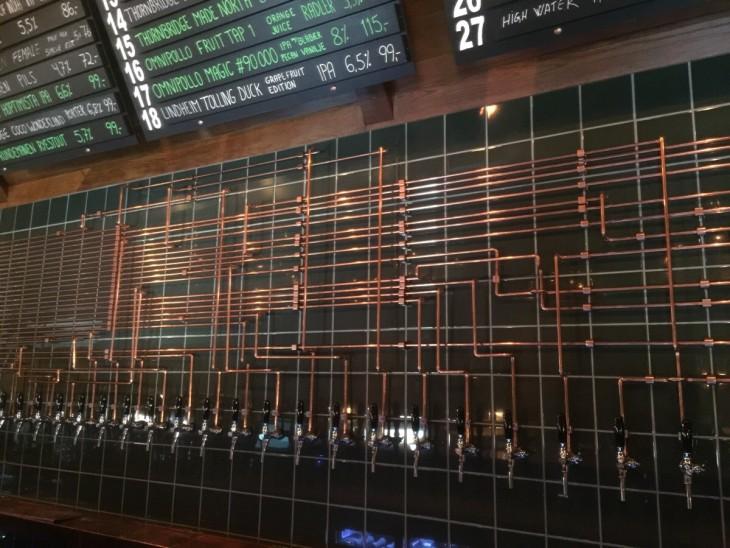 tuberia de cerveza perfectamente alineada
