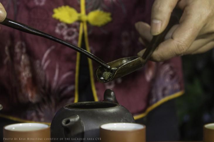 las flores de jazmin se convierten en te de pellet