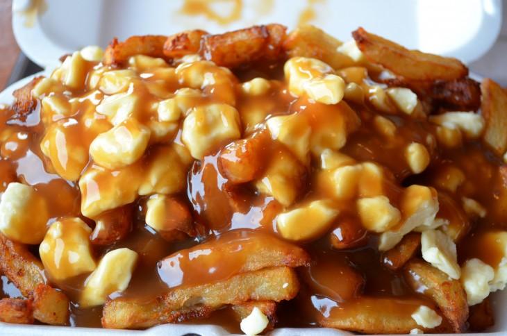 papas poutine receta canadiense