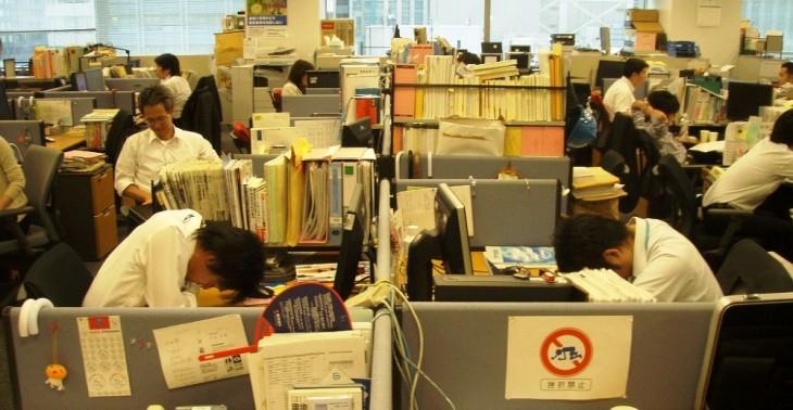 Gente saturada de trabajo