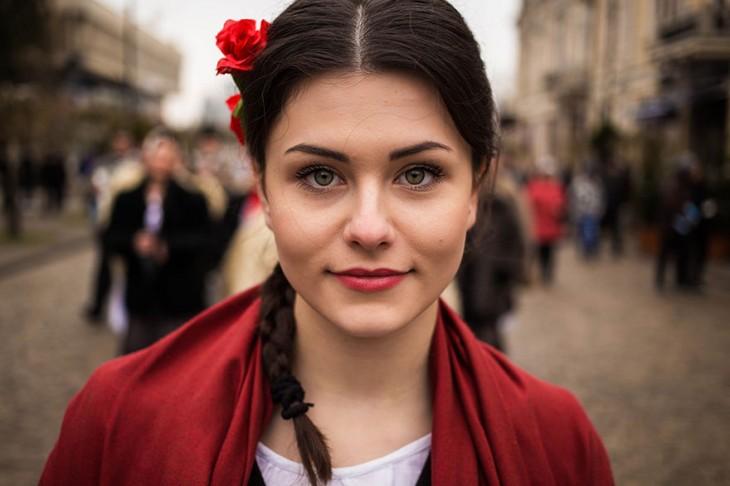 mujer de moldova en alguna parte de lmundo