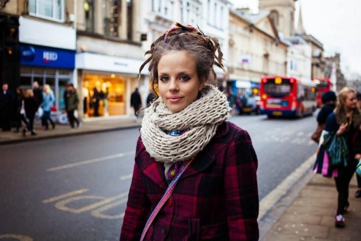 mujer inglesa con rastas